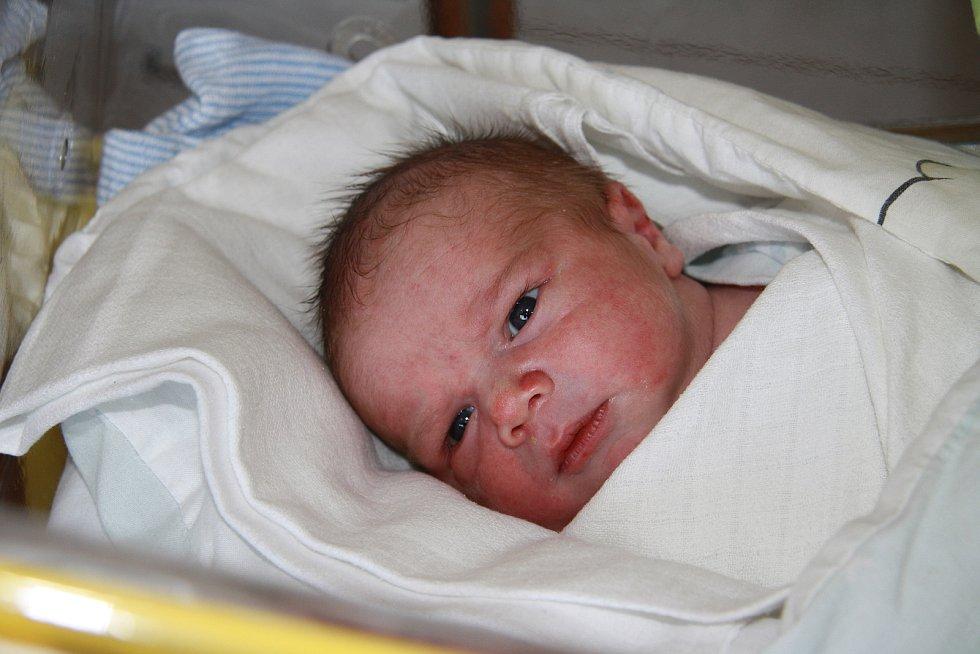Mikuláš Míl, Prachatice. Narodil se ve středu 24. února v 9 hodin a 42 minut v prachatické porodnici. Vážil 3480 gramů. Má devítiletého brášku Tomáška. Rodiče: Lenka Svobodová a Marek Míl.
