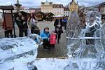 Ledové sochy anděla s ovcí na českobudějovickém náměstí