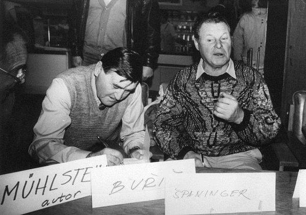 Antonín Španinger při autogramiádě knihy Ludvíka Mühlsteina Hvězdy zrybníků.