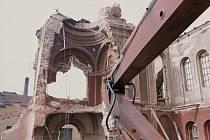 Rok 1977 a táborská synagoga jde k zemi. Na snímku je patrno, kde bylo portálové okno. Na výstavě bude k vidění.