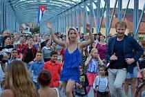 V taneční parket se v neděli večer promění železný most v Týně nad Vltavou. Snímek je z loňského ročníku.