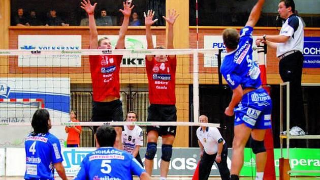 Nejlepším hráčem utkání byl kapitán Pochop, po jehož boku se na bloku objevil mladík Mach (na bloku vlevo se Zachem brání útok Vencovského, přihlíží Ticháček (č.5) a Símaro (vlevo).