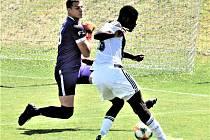 Karsten Ayong střílí jediný gól Dynama v přípravném utkání s Příbramí (1:2).