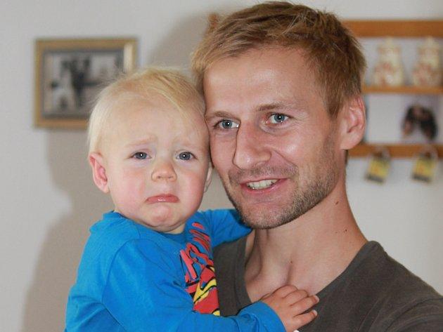 Bývalý hráč Dynama Vladimír Dobal se synem Vládíkem. Fotbalista s Deníkem úspěšně hraje E.ON Tip Ligu, dokonce vedl pořadí!