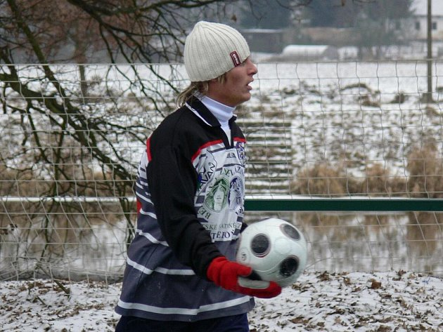 V polovině ledna odstartují fotbalové zimní turnaje v Borovanech a na Hluboké: na snímku je hlubocký Lukáš Adam.