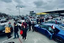 Jízda svobody se v neděli 18. dubna v Jihočeském kraji jela již podruhé, podle organizátorů do kolony z Českých Budějovic na Tábor vyjelo přes 80 vozidel.