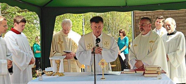 VNovém Údolí se modlili dvojjazyčně.