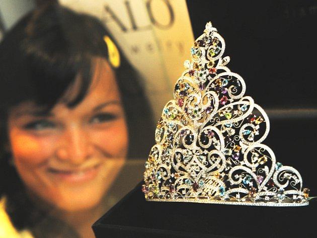 Nejdražší korunku pro českou královnu krásy v celé historii ve čtvrtek představila v Českých Budějovicích společnost ALO jewelry.