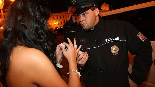 Českobudějovičtí policisté ve spolupráci s městskými strážníky uspořádali během páteční noci v krajském městě zátah na mladistvé konzumenty alkoholu.