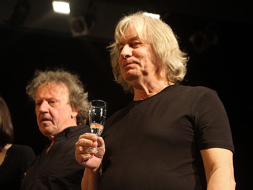 Pavel Žalman Lohonka měl 23. března koncert ke svým 70. narozeninám v českobudějovickém Metropolu. Vlevo na snímku Tonda Hlaváč.