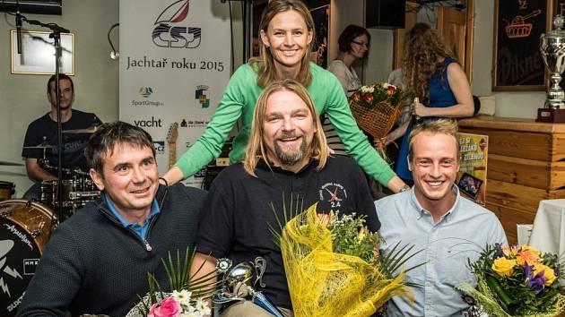 Jachtař roku 2015. Daniel Bína je uprostřed. Vlevo je Milan Hájek a vpravo Viktor Teplý. Nad nimi je stříbrná olympijská medailistka z athénských her 2004, jachtařka Lenka Šmídová