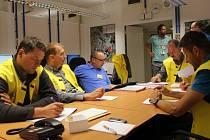 Havarijní štáb temelínské elektrárny zodpovídá za řešení středeční fiktivní havárie.