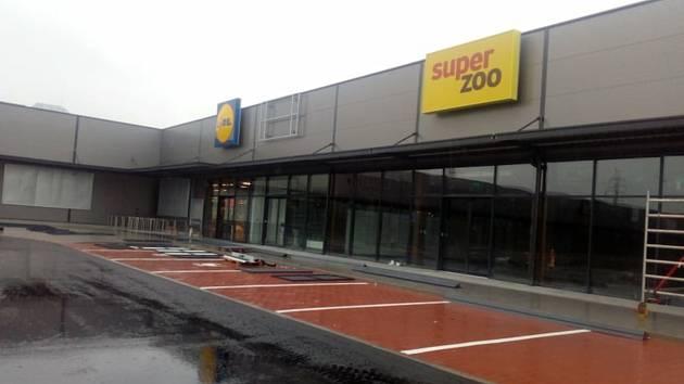 Retail park Okružní se 15. června otevře zákazníkům. Mimo obchodů zde vznikne i například automyčka a čerpací stanice.
