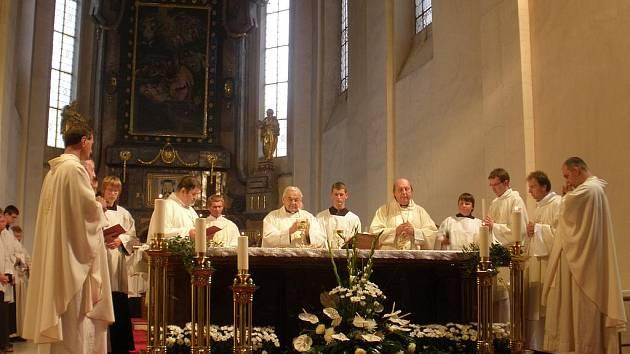 Kardinál Miloslav Vlk v katedrále.
