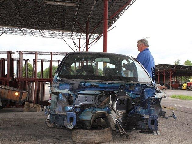 Zajištěná auta, kola a traktory jsou nyní umístěny v policejním skladu na budějovickém letišti.