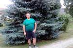 Luboš David ze Svinů u Veselí nad Lužnicí chce letos vyhrát soutěž v jezení borůvkových knedlíků.