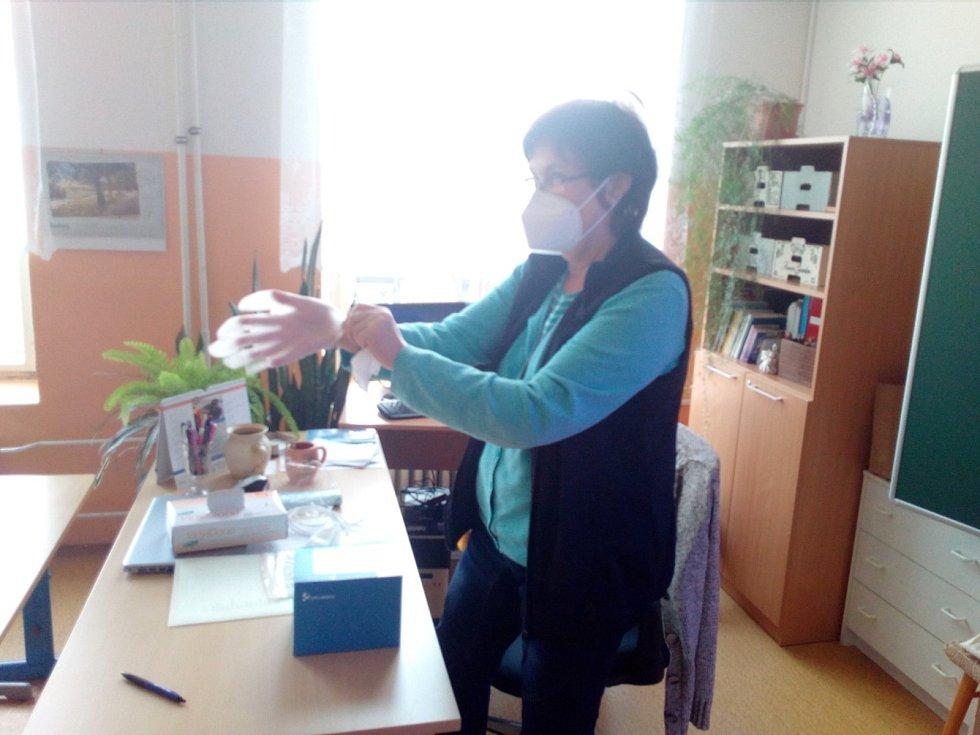 Základky znovu otevřely pro část žáků. Děti ale čeká testování na koronavirus. Na snímku ZŠ Nová Č. Budějovice.