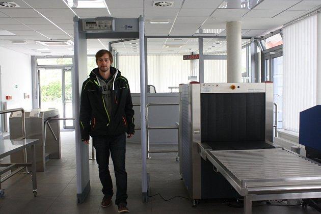 Na ostrý provoz se právě chystá bezpečnostní centrum, které nově vyrostlo vareálu Letiště České Budějovice. Jeho součástí jsou ibezpečnostní rámy a rentgeny.