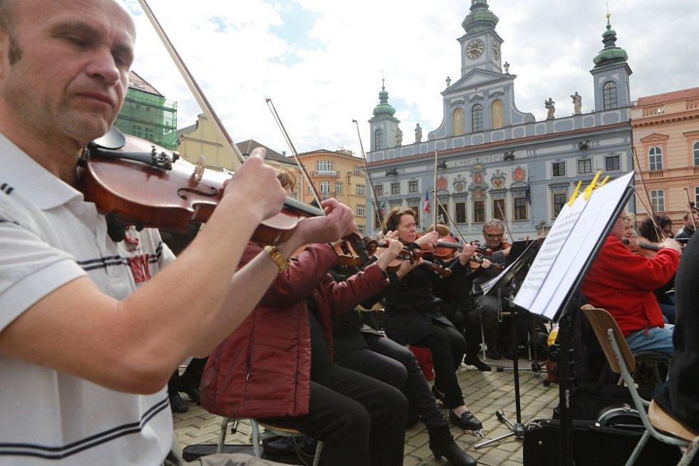 Českobudějovický Majáles propůjčil k dirigování orchestr Jihočeského divadla.