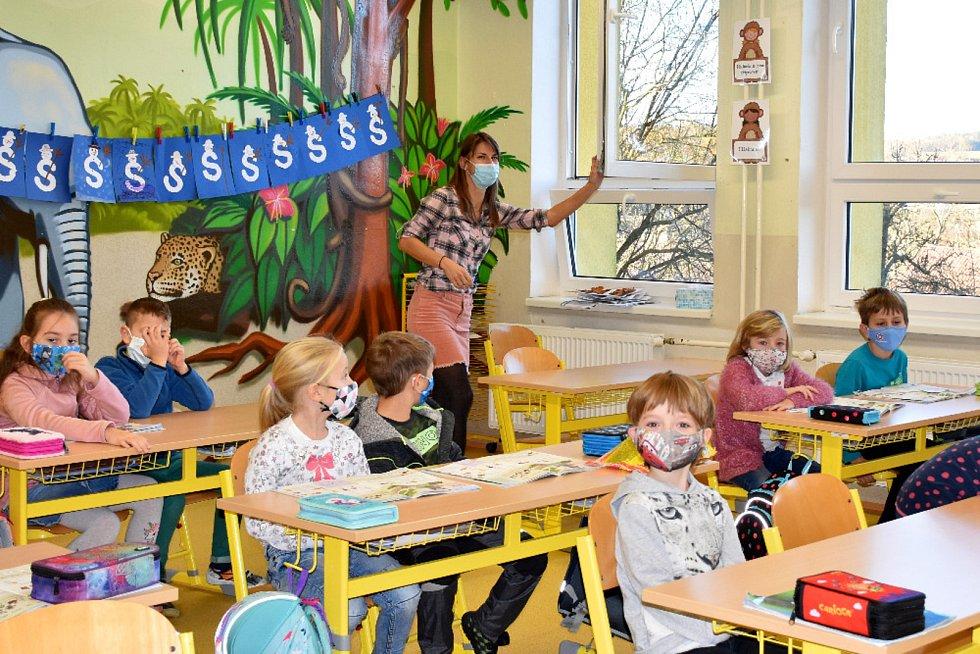 Žáci 1. a 2. tříd ZŠ Boršov nad Vltavou se vrátili do školních lavic.
