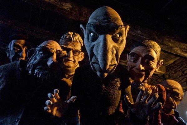 Vsoutěži celovečerních filmů pro dospělé figuruje na Anifilmu také španělský snímek Poutník, kněmuž složil hudbu Philipp Glass.