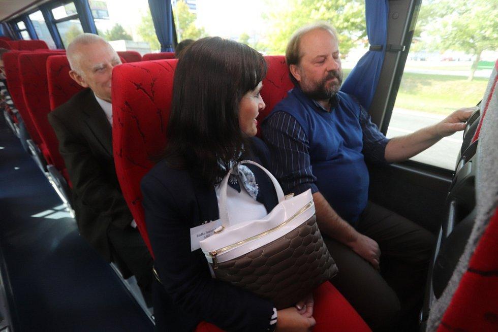 Lídři stran a hnutí odpovídali za jízdy na 30 otázek Deníku.