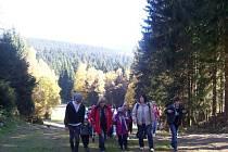 Na podzimní prázdniny vyrazily  děti i s vychovatelkami do Harrachova. Na fotce zleva Natálka, Andrejka a dva Jirkové.