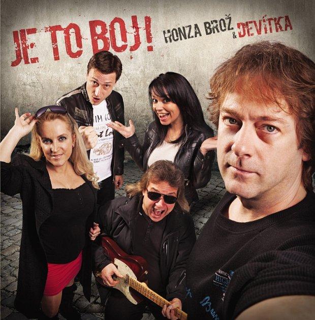 Folková skupina Devítka vydala album Je to boj! Natočila na něj 15písniček.