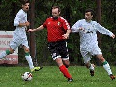 Srubec (v červeném) doma vyválčil v minulém kole bezgólovou remízu s vedoucím Boršovem.
