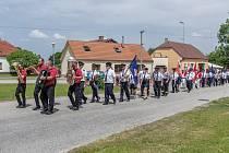 Dobrovolní hasiči Vrábče přichystali slavnostní průvod k výročí své existence.