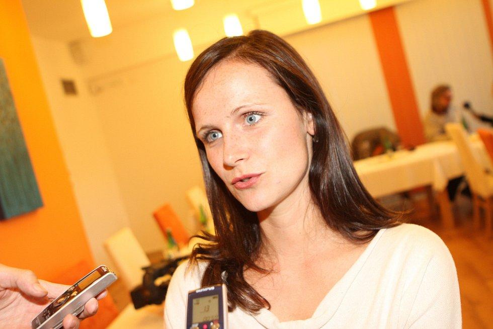 Režisér Jan Hřebejk natáčí ve Vitmanově na Třeboňsku komorní drama Líbánky, kde jednu z hlavních rolí ztvární Aňa Geislerová. Na snímku herečka Kristýna Fuitová.
