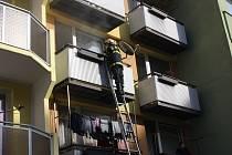 Požár v bytě v Krčínově ulici v Českých Budějovicích.