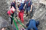 Záchranná akce českobudějovických hasičů, kteří vyprošťovali zavaleného muže v ulici U Lučního jezu.