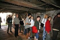 Tisíce lidí se vyrazily v sobotu podívat do Budějovic na otevřené památky. Na snímku návštěvníci Lannovy loděnice, která ovšem některé zklamala.