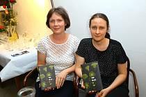 Román Do tmy, který napsala Anna Bolavá (na snímku vpravo), je nominován na cenu Magnesia Litera v kategorii próza.