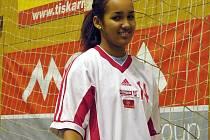 S MÍČEM. Anna Gebre Selassie je házenkářka po mamince. Otec, který hrával fotbal, zase ovlivnil jejího bratra Theodora. Ten předvádí své fotbalové umění v německé bundeslize.