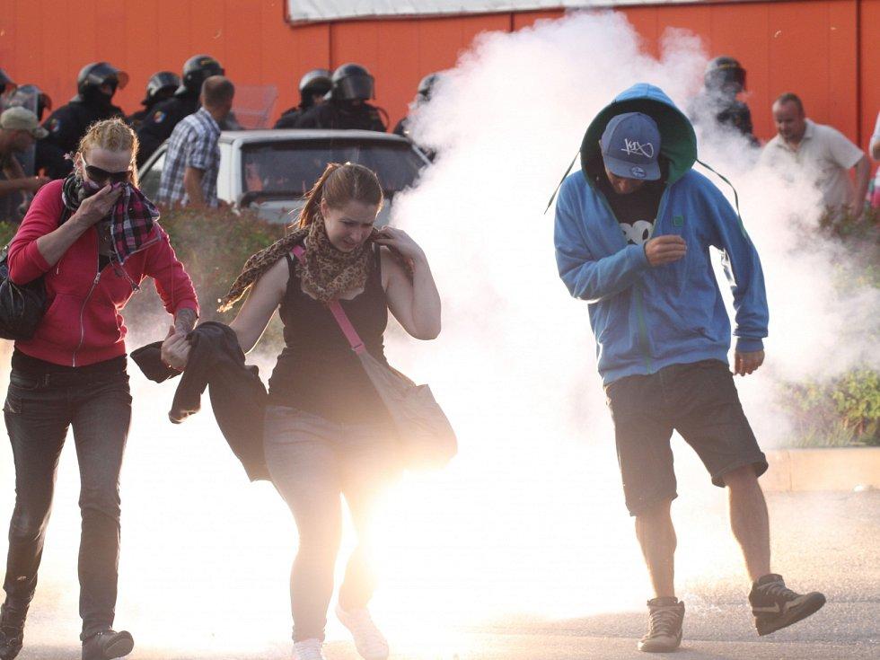 Záměr střetnout se s romskými obyvateli českobudějovického sídliště Máj policisté v sobotu účastníkům protiromské demonstrace překazili razantním zásahem.
