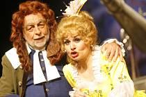 V komické opeře Giovanniho Paisiella Astrologové se představí v roli Petronia Josef Průdek a Eva Štruplová hraje Klárku.