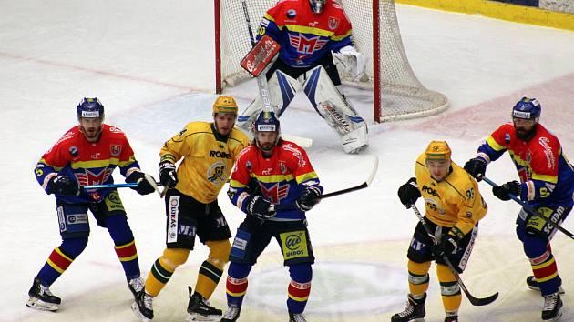 Hokejisté ČEZ Motoru vyhráli i třetí duel semifinále play off první Chance ligy nad Vsetínem 2:0.