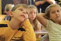 Na jednoho žáka ve věku od 6 do 14 let činí roční celkový příspěvek na tzv. neinvestiční výdaje 49 825 korun.
