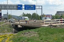 Kvůli rekonstrukci mostu je zúžen průjezd přes most v Nádražní ulici v Českých Budějovicích.