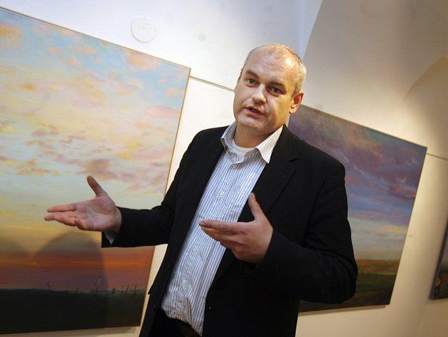"""Výstava výtvarníka Dalibora Smutného s názvem """"Tichá přítomnost"""", kde vystavuje několik desítek obrazů a grafik, byla ve čtvrtek zahájena v českobudějovické galerii ve Wortnerově domě."""