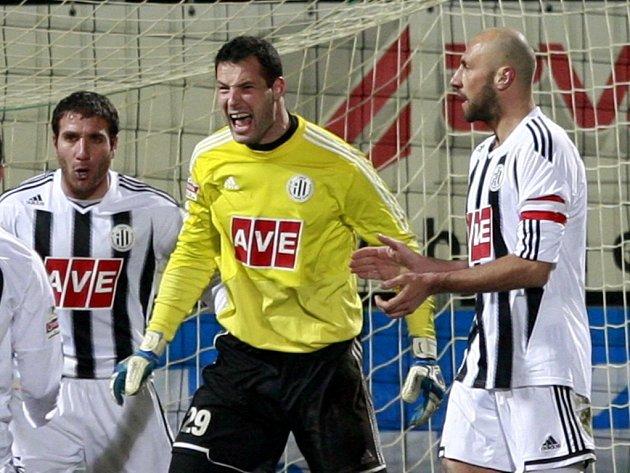 Brankář Michal Daněk musel svým spoluhráčům často řádně vyčinit.