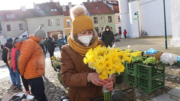 Farmářský trh na Piaristickém náměstí v Českých Budějovicích je opět otevřen.