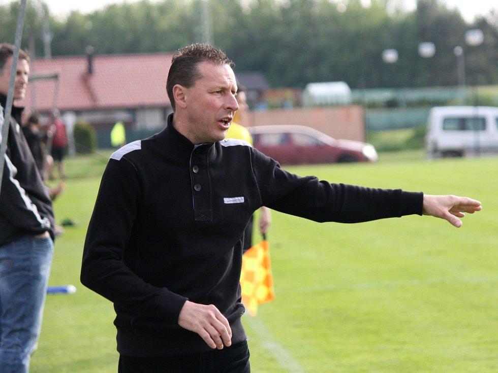 Milan Borový. Jeho Olešník ve šlágru I.A třídy vyhrál nad Týnem 3:0 a posunul se před Olympii na druhé místo.