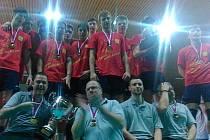 Vítězný tým ČZU Praha na stupních vítězů