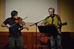 Tečkou za Vltavotýnským kulturním létem bylo sobotní vystoupení čtyř jihočeských písničkářů.