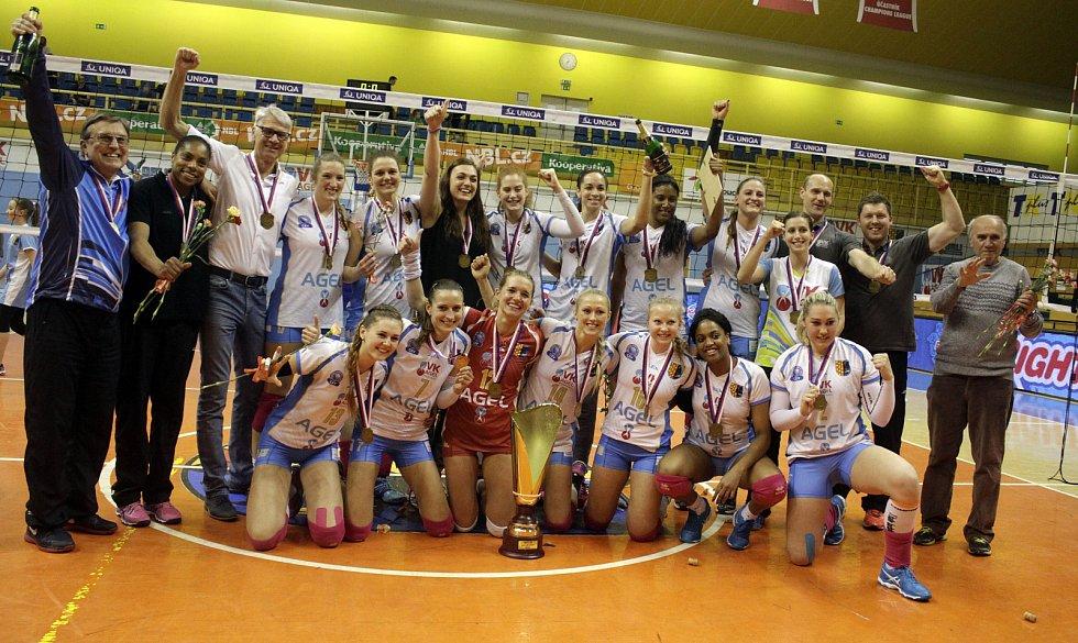 Prostějov má volejbalový titul, raduje se také Julie Kovářová z Českých Budějovic