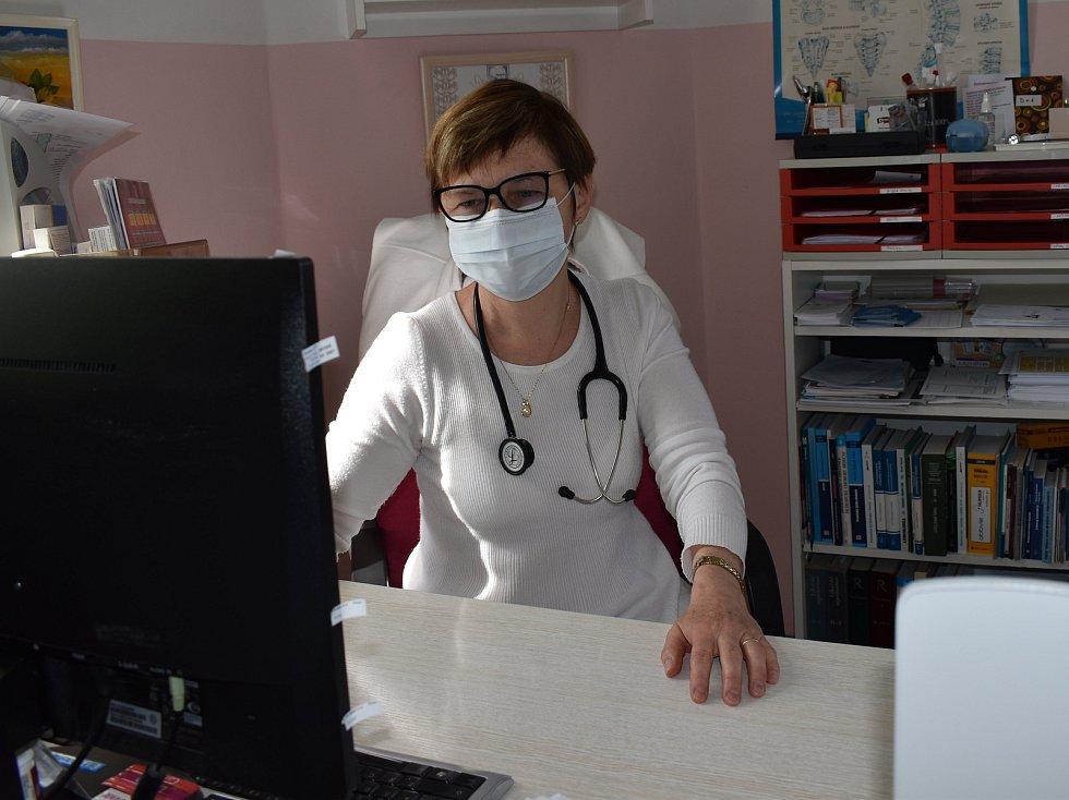 Praktická lékařka Jaroslava Augustovičová ordinuje i v době koronaviru.