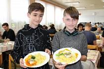 ZŠ Dukelská v Budějovicích se přidala ke kampani Den norské kuchyně a uvítala delegaci z velvyslanectví i Asociace školních jídelen.